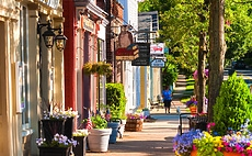 5 Reasons to Live in a Small Town article cover